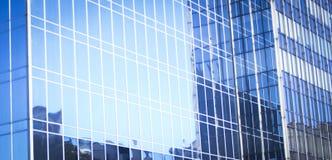 Παράθυρα φραγμών πύργων επιχειρησιακών γραφείων ουρανοξυστών Στοκ εικόνα με δικαίωμα ελεύθερης χρήσης