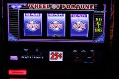 Κινηματογράφηση σε πρώτο πλάνο μηχανημάτων τυχερών παιχνιδιών με κέρματα στο Λας Βέγκας Στοκ φωτογραφία με δικαίωμα ελεύθερης χρήσης