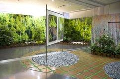 室内设计想法-机场候诊室庭院 免版税库存照片
