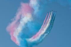 红色箭头飞机显示队费尔福德飞行表演皇家空军机场 库存照片