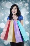 年轻女性顾客有雪花背景 库存图片