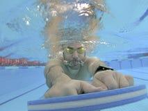 运动员游泳训练 免版税库存图片