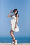 Беременная женщина на набережной Стоковое Изображение RF