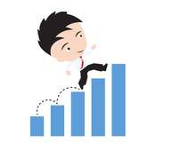 愉快的商人走和跑在长条图或图表趋向,向成功概念的路,出席以形式 免版税库存照片