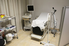 在医院设置的回波描记术或超声波设备 图库摄影