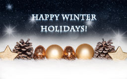 与金黄装饰的新年和圣诞卡在多雪,冷,蓝色,背景 免版税图库摄影
