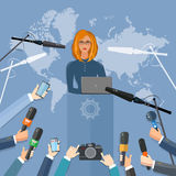 Концепция в реальном маштабе времени интервью ТВ мира пресс-конференции Стоковое Изображение RF