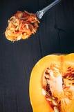 在木头的黄色夏南瓜 免版税库存照片