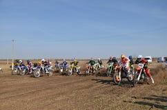 开始摩托车越野赛竞争 免版税图库摄影
