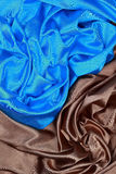 波浪折叠蓝色和棕色丝绸缎布料构造背景 库存照片