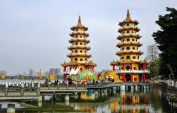 与中国式建筑兴趣的本机-龙老虎塔 库存照片