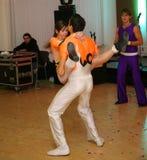 舞蹈的年轻运动员舞蹈家炫耀圣彼得堡的联盟 图库摄影