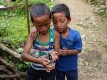 从尼泊尔的两个男孩 免版税库存图片