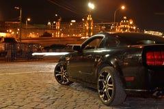 反射汽车在夜 免版税库存图片