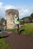 突然显现的马拉松的竟赛者,罗马,意大利 免版税库存图片