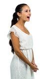 Удивленная женщина при открытый рот смотря вверх Стоковая Фотография RF