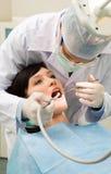 проверяющ зубы вверх Стоковое Изображение