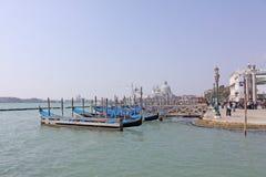 意大利威尼斯 长平底船 库存照片