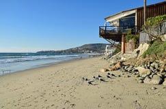 塔利亚街道海滩的海岸线在拉古纳海滩,加利福尼亚 免版税库存照片