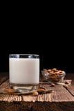 Νόστιμο γάλα αμυγδάλων (εκλεκτική εστίαση) Στοκ Εικόνες