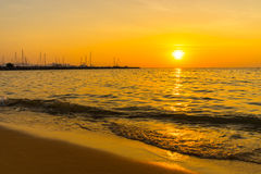 在海的美好的日落芭达亚的泰国 免版税库存照片
