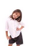 愉快,微笑的年轻小女孩身分 免版税库存图片