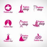 桃红色妇女礼服时尚商店商标传染媒介布景 免版税库存图片