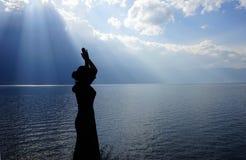 Κορίτσι που προσεύχεται στο Θεό Στοκ Εικόνες