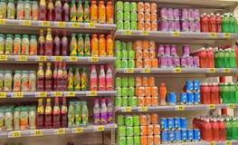 Безалкогольные напитки в супермаркете Стоковые Изображения RF