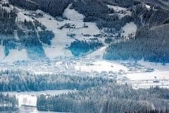 高山谷的,蒂罗尔,奥地利冷漠的村庄 免版税库存照片