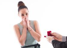розы кольца предложения замужества захвата диаманта букета Стоковая Фотография RF
