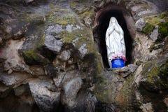 雕象圣母玛丽亚宗教祈祷信念 库存图片