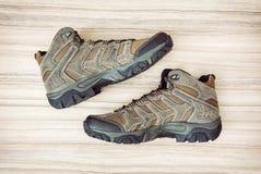 Пары новых подростковых внешних ботинок, красоты и моды Стоковая Фотография RF