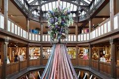 自由,豪华百货商店内部在伦敦 库存照片