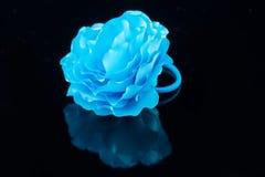 手工制造蓝色花的发带 免版税库存图片