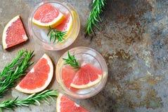 Питье грейпфрута и розмаринового масла Стоковое Изображение