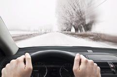 驾驶太快速在冬天乡下公路 免版税库存图片