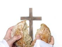 分享面包作为一顿最后的晚餐复活节 免版税图库摄影