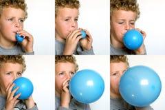气球吹的男孩  免版税库存照片