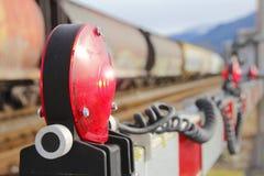 火车横穿大门和闪光灯 免版税库存照片