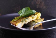 被烘烤的煎蛋卷用菠菜 免版税库存图片