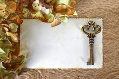 Пустая рамка фото и старый ключ Стоковые Фото