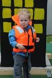 有救生衣的男孩 图库摄影