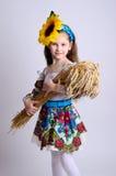 乌克兰服装的女孩有麦子的耳朵的 免版税库存照片