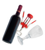 红葡萄酒瓶、葡萄酒杯和拔塞螺旋在白色背景 免版税库存图片