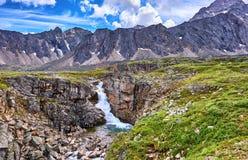 在峡谷的瀑布 库存图片
