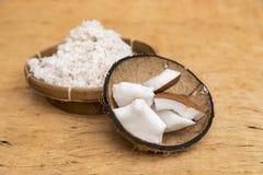 Пульпа кокоса заскрежетанная в раковине кокоса Стоковое фото RF