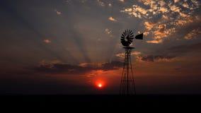 за ветрянкой заходящего солнца Франции Стоковая Фотография RF