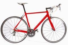 循环的概念 专业碳纤维路自行车被隔绝在白色背景 库存照片