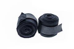 在白色或绷带隔绝的黑拳击套 库存照片